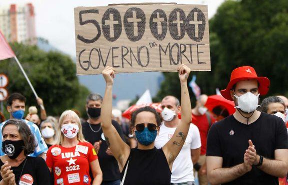 Brasil llegó a 500 mil muertos y hubo protestas contra Bolsonaro