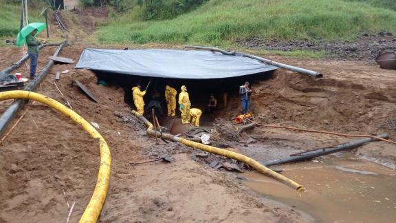 Continúan trabajando en la toma de agua del río Iguazú para poner en marcha los equipos