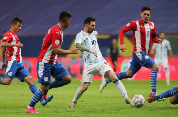 Messi marca presencia cuando se despide de los 33