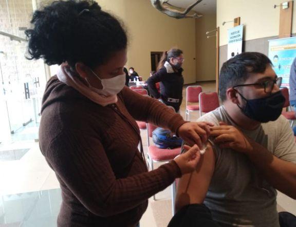 Este martes Iguazú sumó un nuevo centro de vacunación en las 2.000 hectáreas