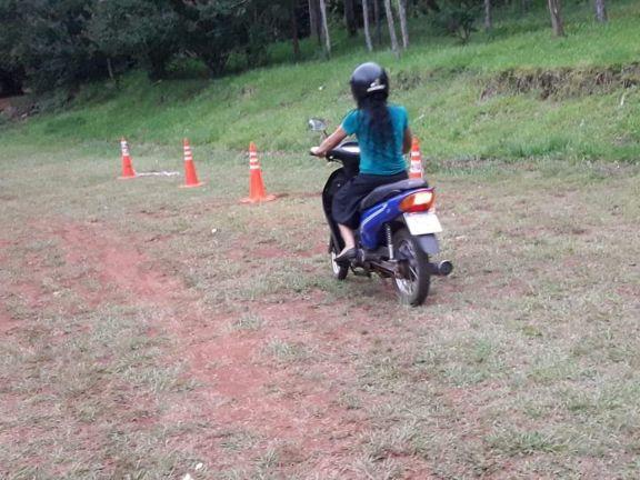 Dictan cursos para renovación de licencias de conducir en barrios de Montecarlo