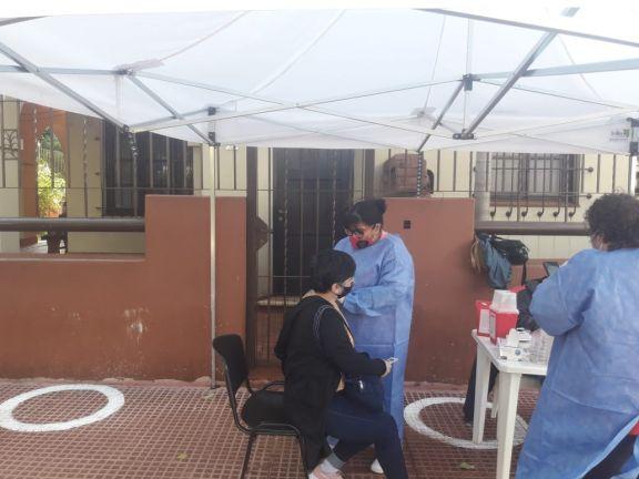 Cronograma semanal de vacunación y testeos descentralizados en Eldorado