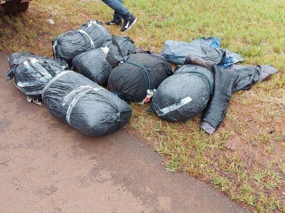 Incautaron 240 kilos de cogollos de marihuana y detuvieron al hombre que custodiaba