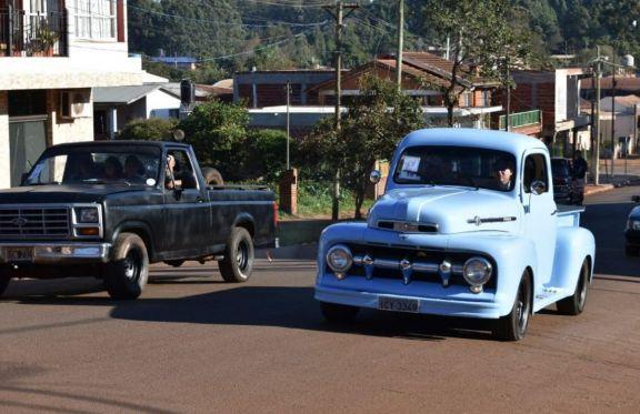 Autos antiguos se juntan en San Pedro para colaborar con el refugio de animales