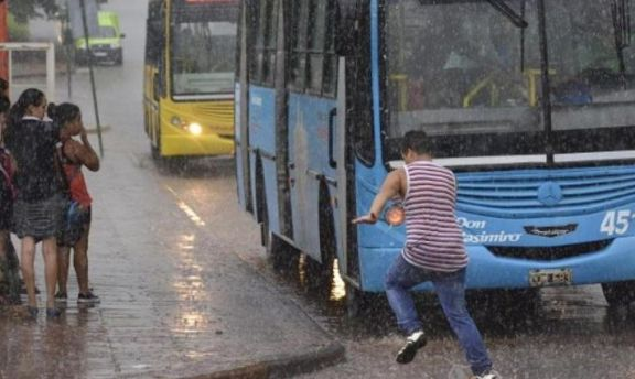 Tras vientos intensos, la lluvia se quedará toda la jornada en la provincia