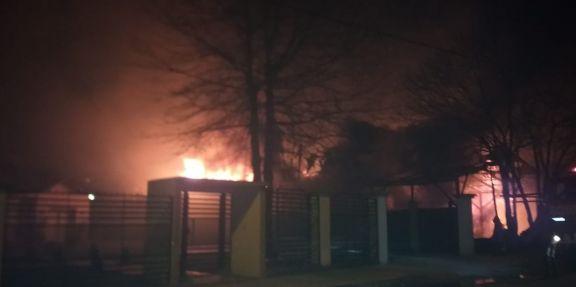 Incendio consumió una carpintería en Dos de Mayo