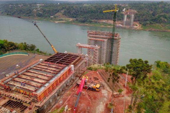 Avanzó 60% obra del puente que unirá a Foz y Presidente Franco
