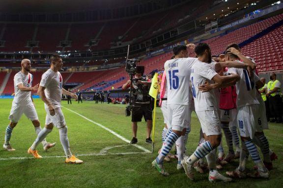 Paraguay se clasificó a cuartos de final tras vencer a Chile y está segundo de Argentina
