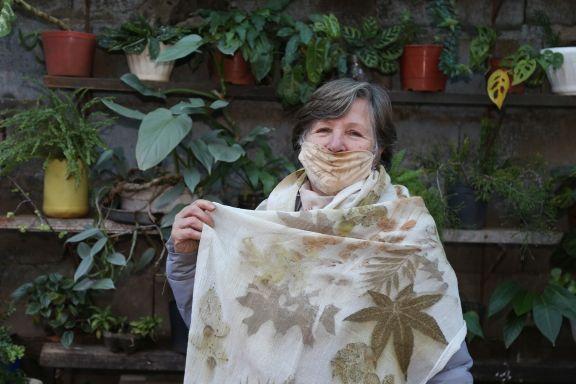 Confecciona pañuelos con tinte natural y materia prima orgánica