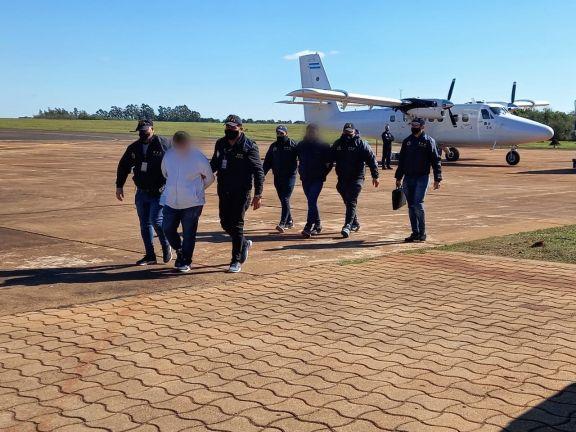 Cuatro paraguayos investigados por homicidio y secuestro fueron extraditados a su país