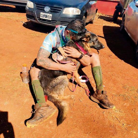 Phana, la perra que es furor en los maratones
