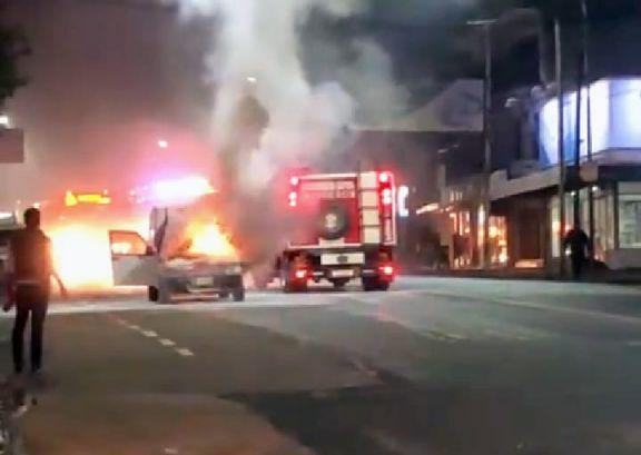 Se le incendió el auto mientras circulaba sobre la avenida Uruguay