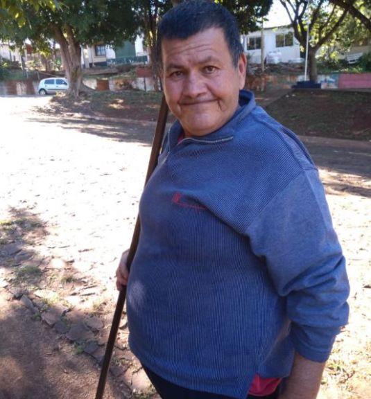 Luisito, el jardinero de Villa cabello, busca una changa