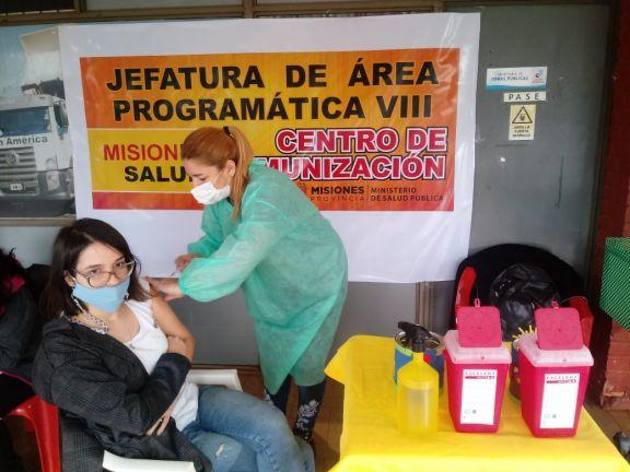 Jardín América y Capioví continúan con los operativos de vacunación extramuros