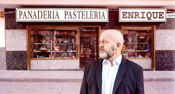 Iván Moschner canta y recita en 'Diarios del hambre', apuntes entre la levedad y la hondura
