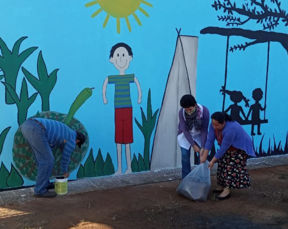 Pintan una escuela en referencia a la lucha contra el trabajo infantil