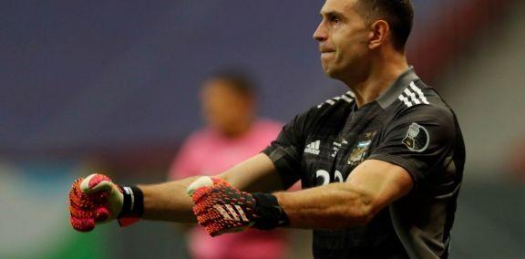 """Brasil es un equipazo, pero vamos a ir a ganar"", afirmó ""Dibu"" Martínez"