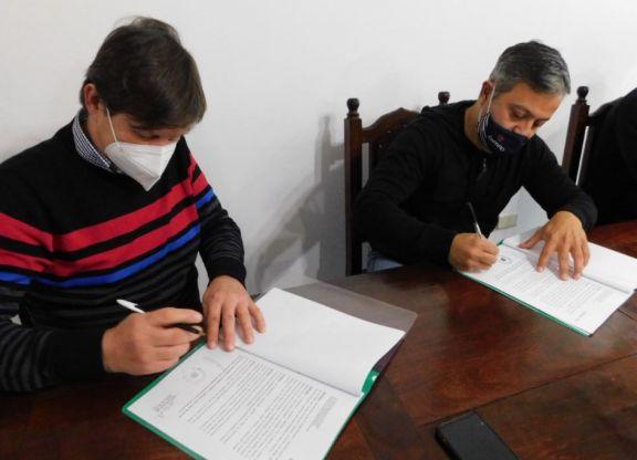 Firma de convenios de políticas deportivas en Jardín América