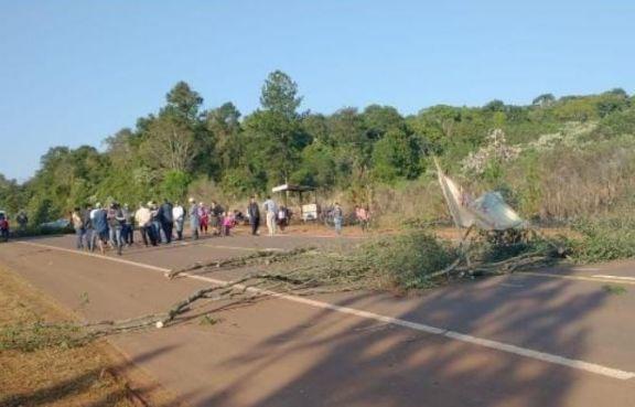En Fracrán y Pozo Azul, corte deruta y manifestación