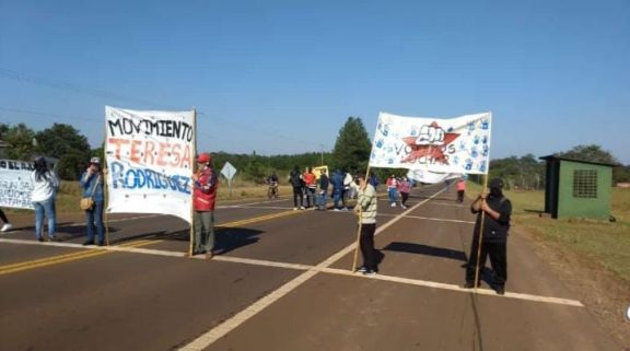 Cortan la ruta 14 en el acceso a Leandro N. Alem