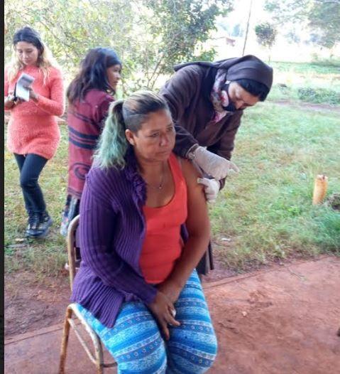 Comenzó la vacunación masiva en aldeas guaraníes de Colonia Delicia