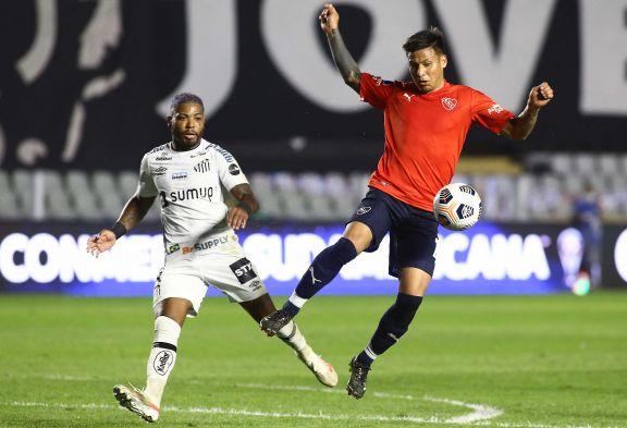 Independiente cayó ante Santos pero dejó abierto el camino a la clasificación en Avellaneda