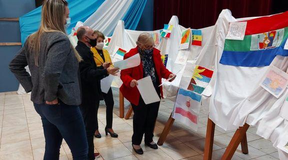 Tres bocetos preseleccionados para conocer la bandera de Santo Pipó
