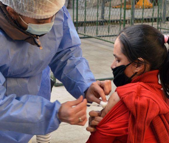 Inician campaña de vacunación contra el Covid-19 para trabajadores rurales
