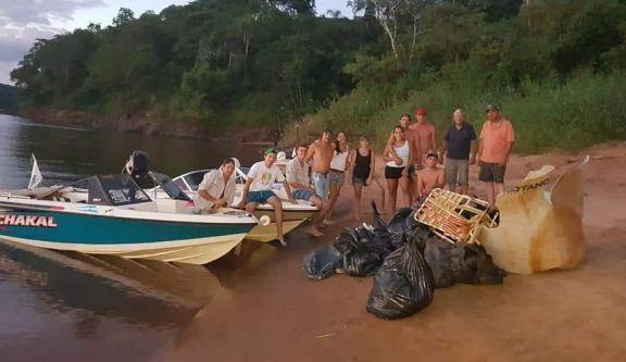 Montecarlo: sacarán basura del río que se acumuló por la bajante