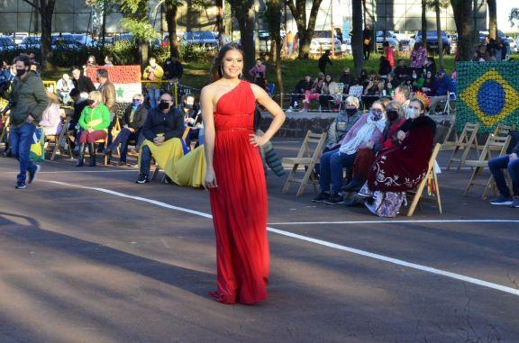 Se presentaron las reinas de las colectividades en el Parque de Invierno