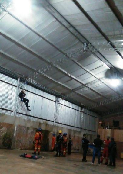 Bomberos de Puerto Libertad e Iguazú practicaron rescate en altura