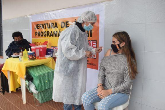 Sigue la vacunación anticovid en Jardín, Pipó, Ruiz de Montoya y Capioví