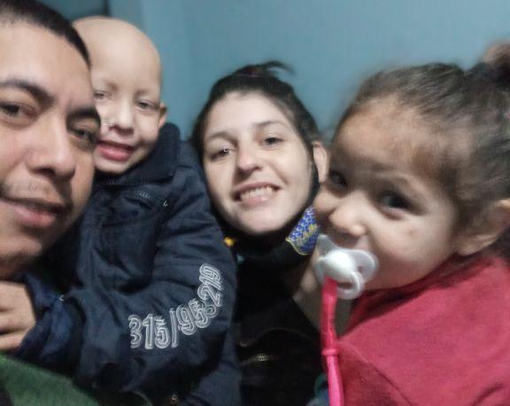 La familia de Kevin feliz por su recuperaciónpero con muchas necesidades económicas