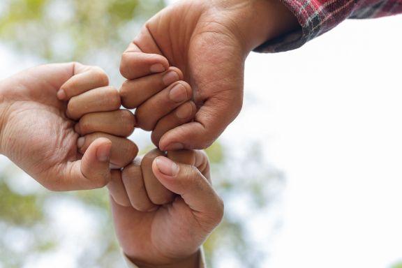Conocé porqué se celebra el Día del Amigo en Argentina un 20 de julio
