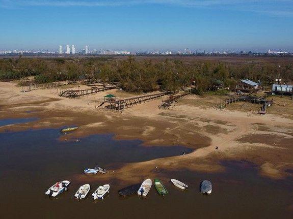 Por la bajante del Paraná piden a la población de Misiones y otras seis provincias limitar el consumo de agua