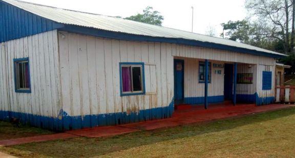 Pozo Azul: padres en alerta y de no comenzar la obra derrumbarán el viejo edificio escolar