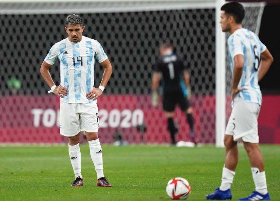 Flojo debut de Argentina con clara victoria de Australia